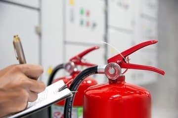 ¿Estoy obligado a realizar el mantenimiento trimestral de los sistemas de protección contra incendios?